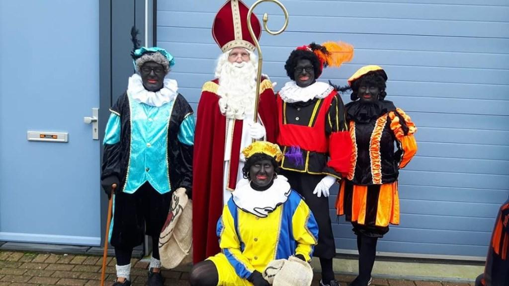 Sinterklaas en zijn pieten gingen ook weer bij de kinderen lang